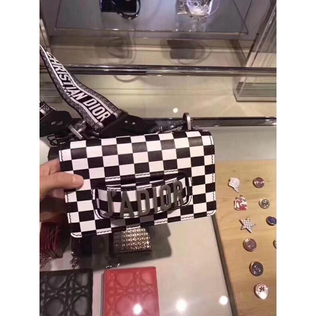 Dior/迪奧 JADIOR 19新款黑白棋盤格女包翻蓋手插包單肩斜挎包
