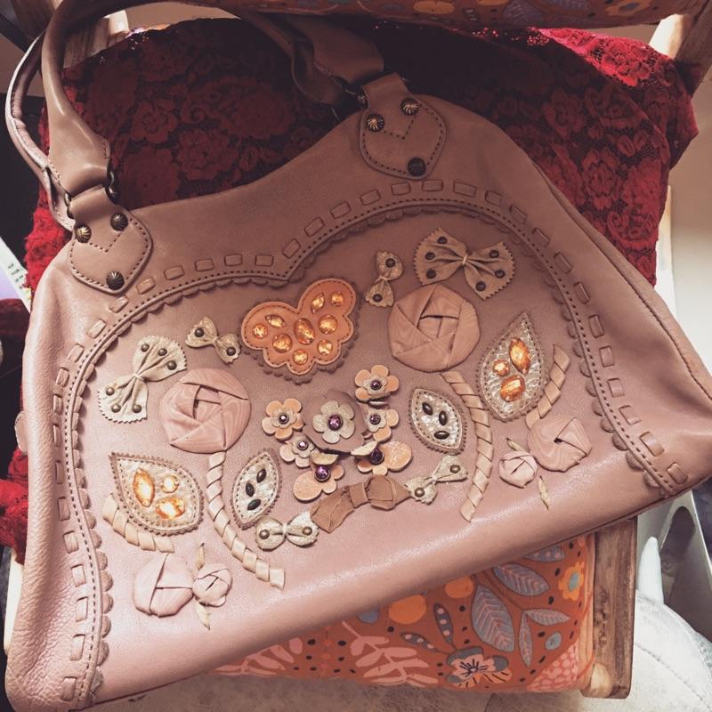 《聖誕跨年特價》Anna Sui 安娜蘇粉紫花卉復古側肩包