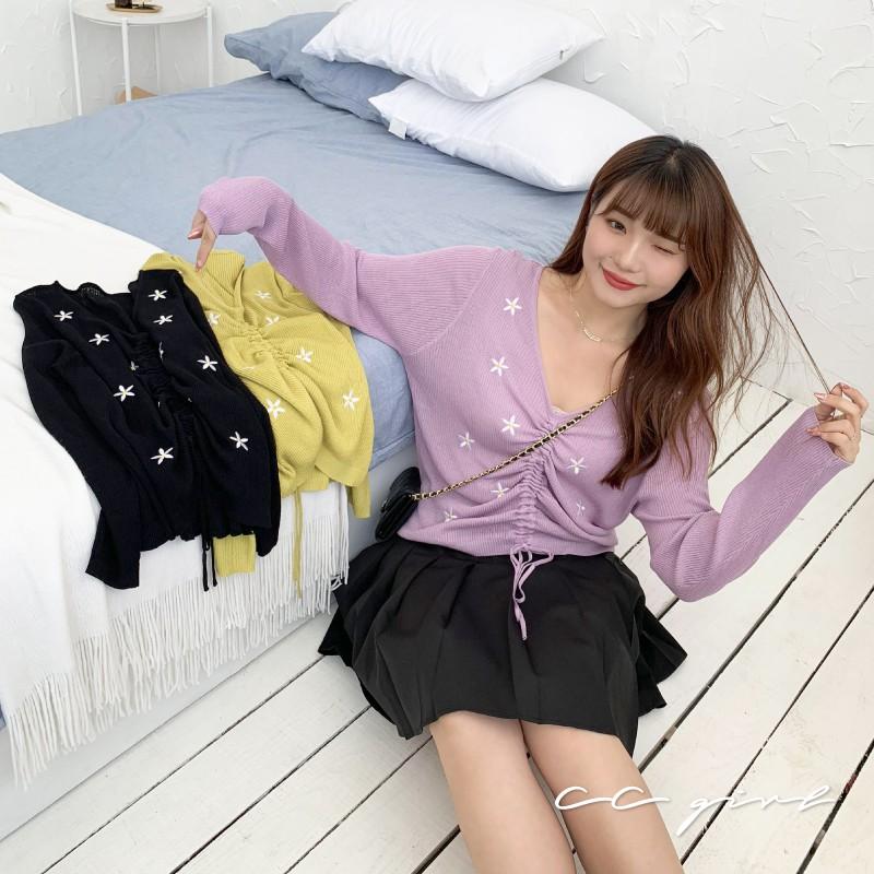 CC-GIRL 韓系氣質V領花朵刺繡針織抽繩抓皺上衣 -共 2 色- 適XL~3L《 N0082 》中大尺碼