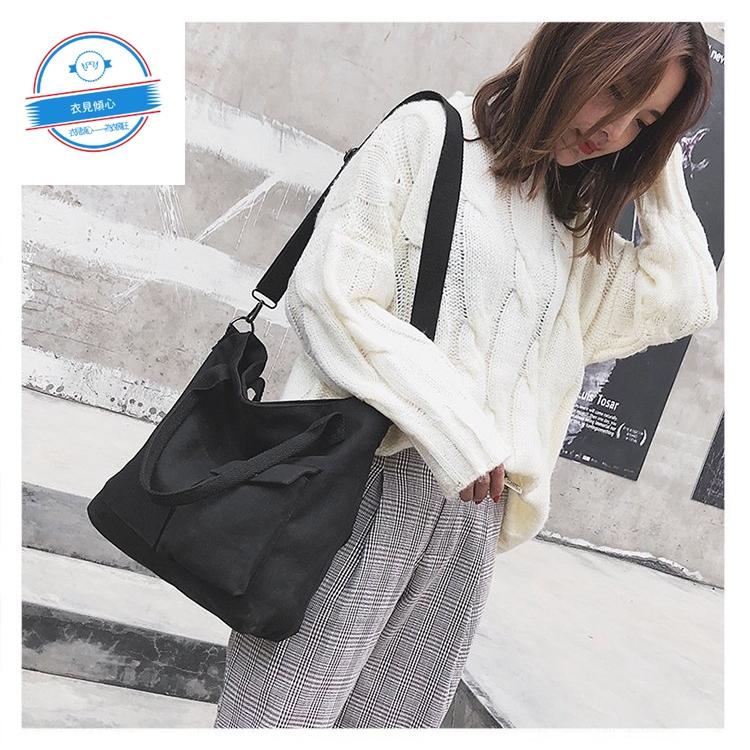 【衣見傾心】寬帶單肩斜挎背包 單肩手提素面帆布包 黑白兩色 斜挎包 側背包 女两用包包 日系手提包包
