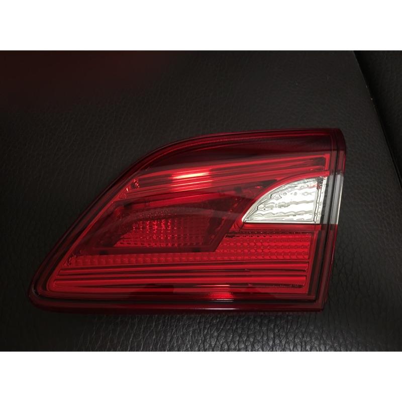 Nissan Super Sentra 原廠後尾燈