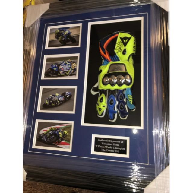 MotoGP Valentino Rossi 羅西 猴王 親筆簽名 複製 手套框架 Monster Energy