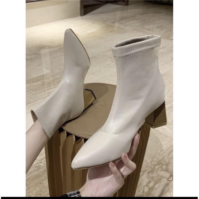 #尖頭短靴#短靴#皮短靴#皮革#尖頭#高根#百搭顯瘦