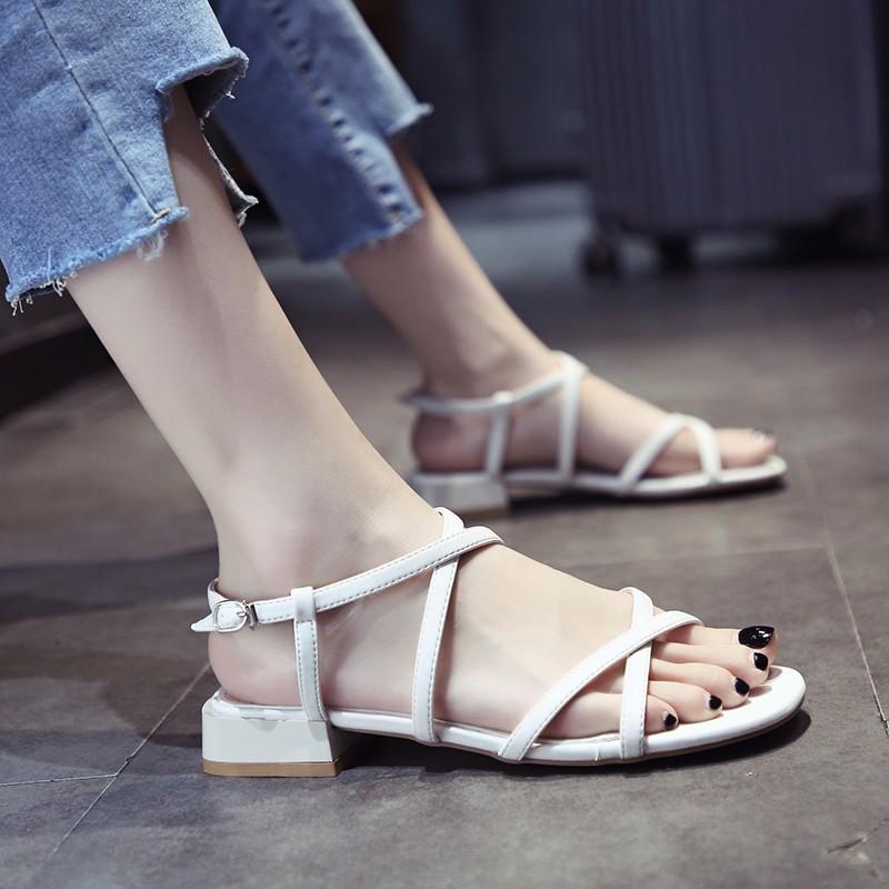 一字扣带时装凉鞋女2020夏季新款粗跟仙女风百搭低跟韩版罗马凉鞋