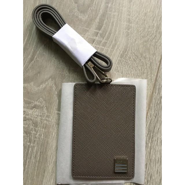 agnes b. 金屬牌方形直立式 logo 灰色防刮牛皮 識別證 吊牌 證件夾 證件套