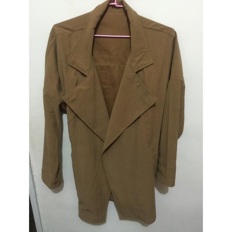 駝色長風衣外套