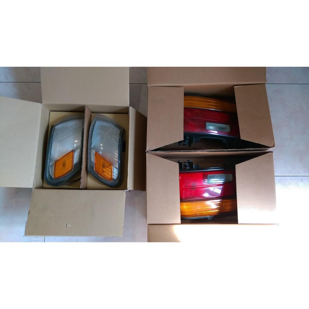 豐田(1994-LLA)前小燈及後車燈殼組+後車飾板(黃紅色)