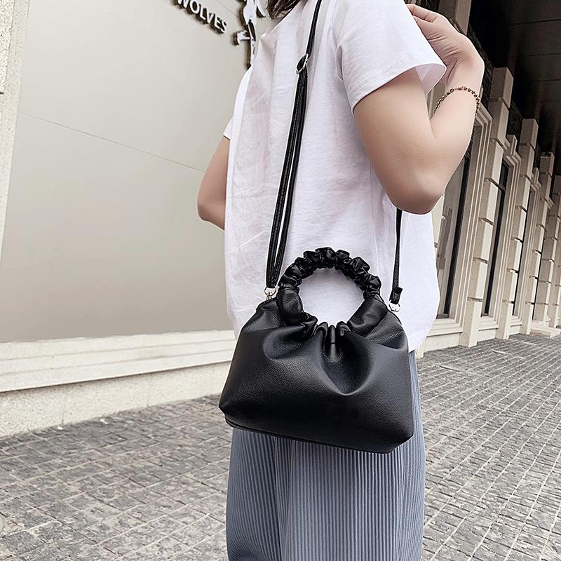【免運】水餃包法國小眾包包流行女包2020新款潮時尚斜挎包氣質褶皺手提包 迷你手機包包