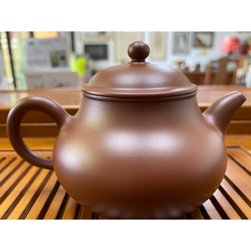 《高品茗茶》中國汕頭手拉坯大師-章燕明-手拉坯朱泥壺