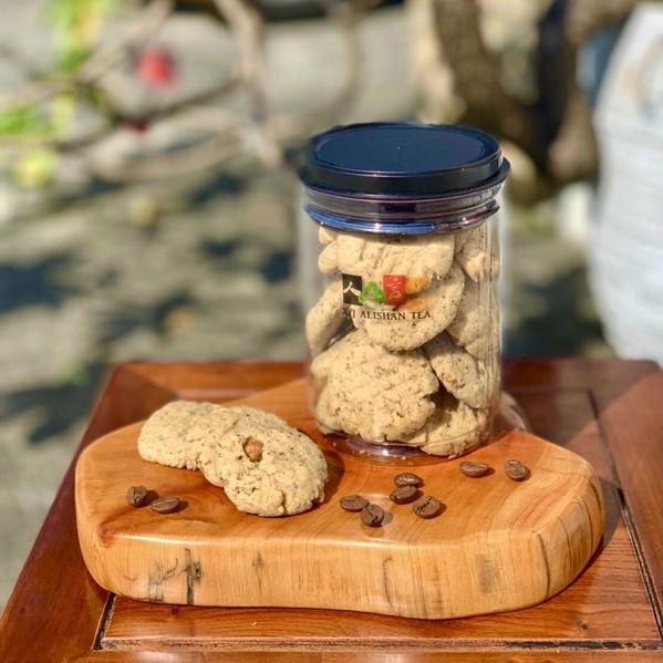 人山言己手作烘焙-啡啡核桃餅乾(選用阿里山高山咖啡豆所製成的餅乾,不甜不膩嘴饞好選擇)