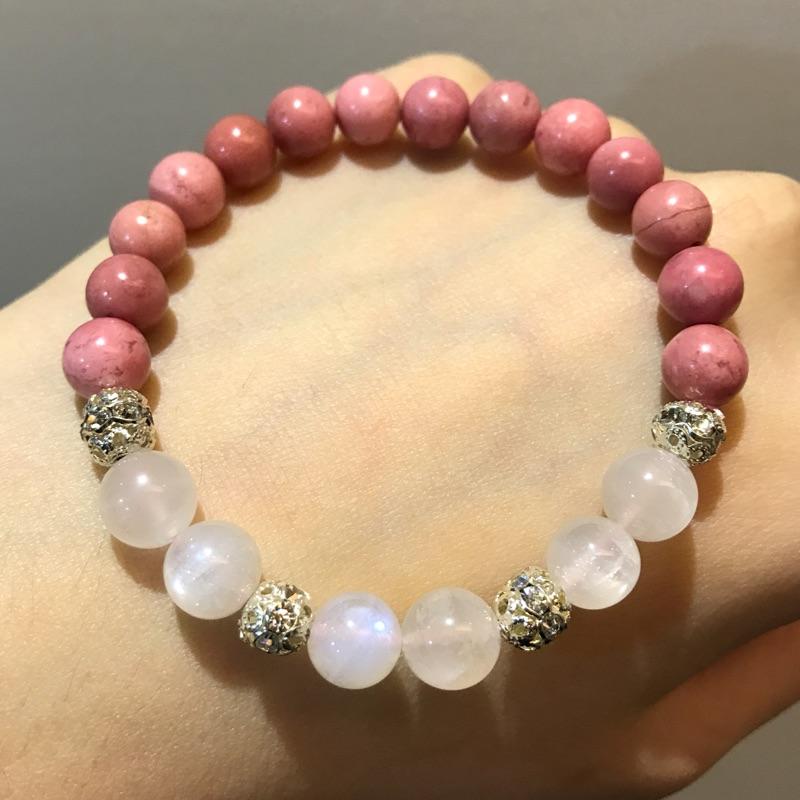 斯里蘭卡藍月光石薔薇輝石設計能量手鍊手珠手環•藍光暈•奶油體•玉化•乾燥玫瑰色•氣質優雅•禮物首選•孕婦必備•情人之石