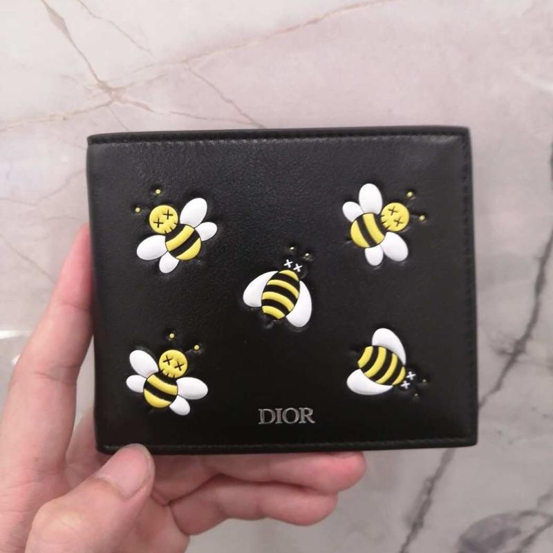 🚸Alan艾倫歐美代購™️ Dior Homme x KAWS 限量 蜜蜂 短夾