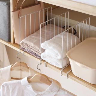 帶掛鉤鐵製儲物架隔板的衣櫃隔板