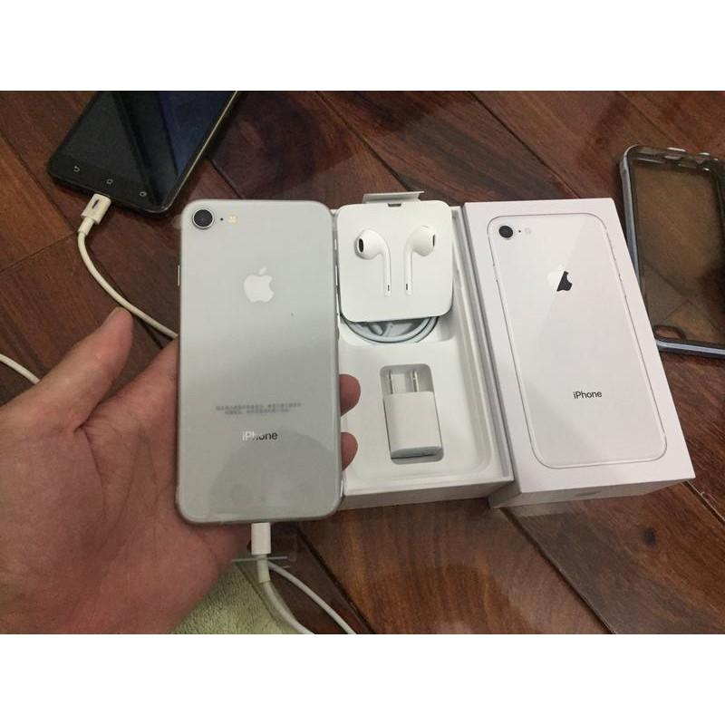 IPHONE 8 原廠耳機 (具備 Lightning 接頭的 Apple EarPods)