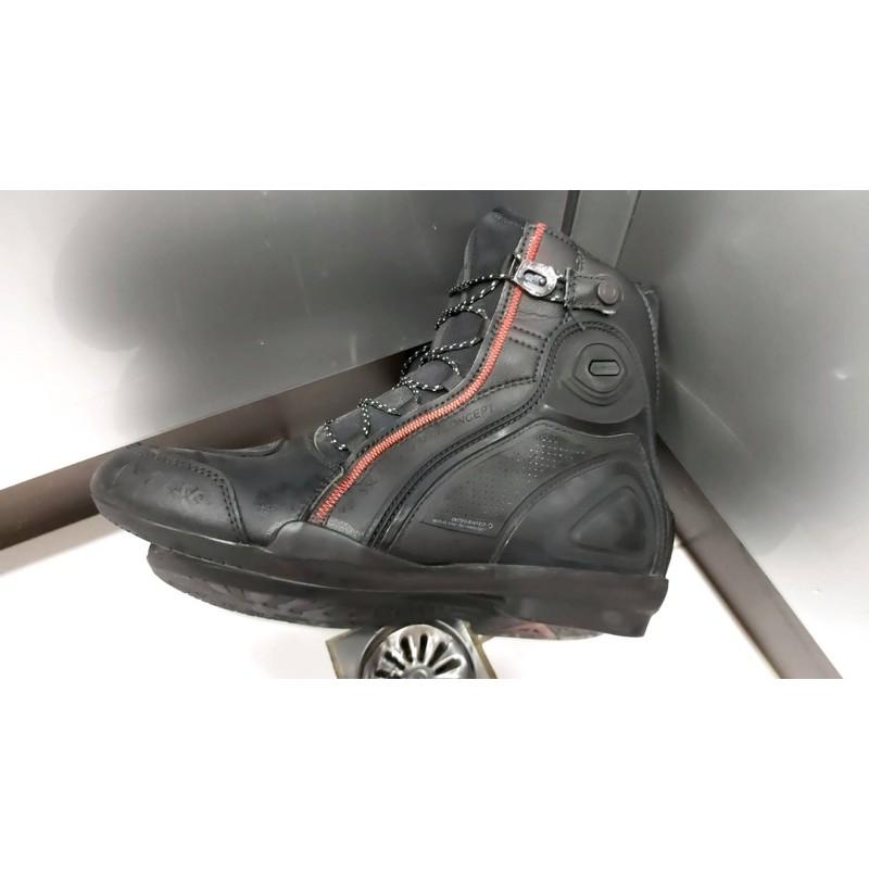 (二手正品)【德國Louis】Dainese Raptors Air 摩托車騎士車靴 丹尼斯黑碳灰打洞版本短靴重機機車鞋