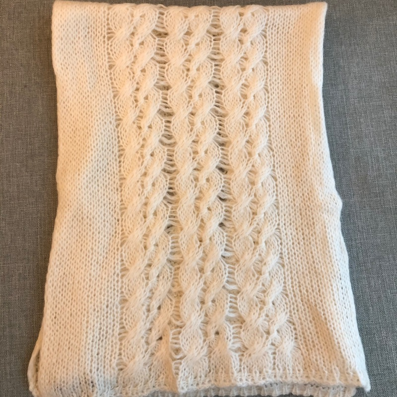 SISLEY簍空雕花白色圍巾