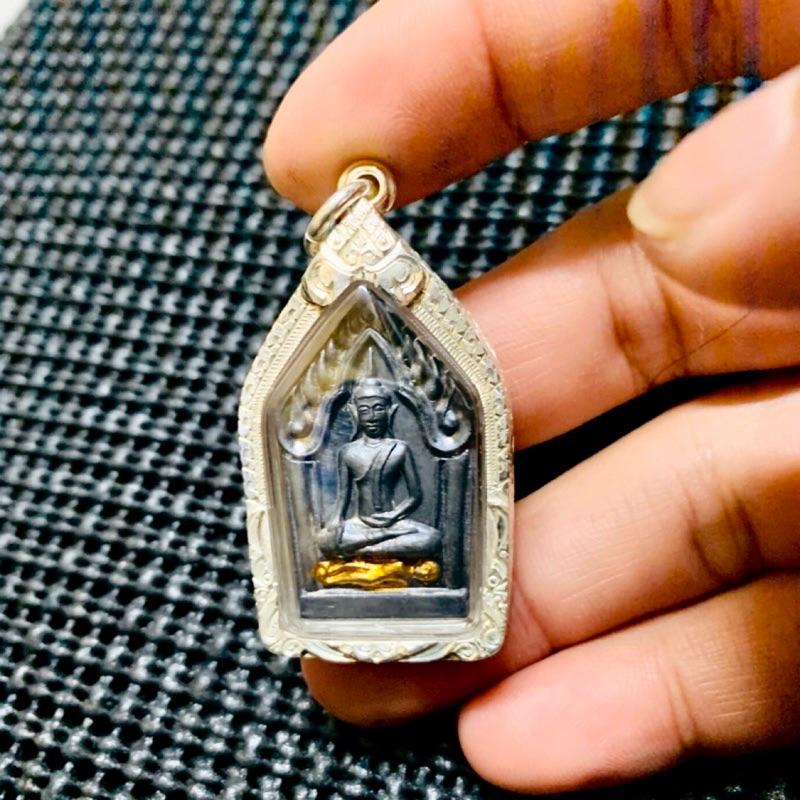 龍婆烈與阿贊炳 共同加持 佛曆2542年第一期坤平佛坐古曼  雕花純銀殼