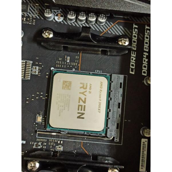 AMD RYZEN R9 3900XT (12核心24緒)