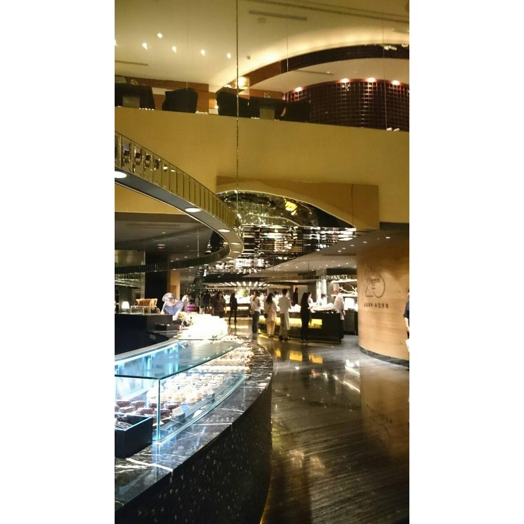 效期長~台北晶華酒店 柏麗廳假日自助晚餐券 (另有午餐券/午茶券) 平日。假日均免加價。免一成,七張站可面交