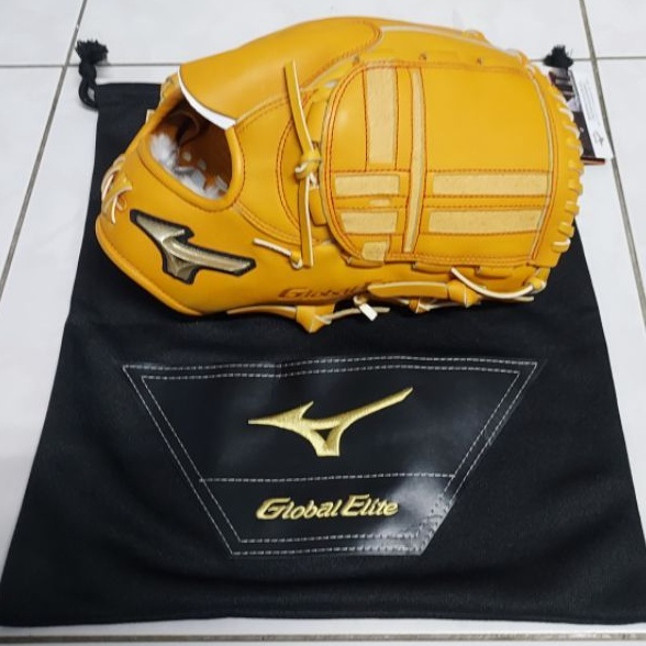 Mizuno美津濃 GE Global Elite 限定全牛皮樣式投手棒壘球手套。