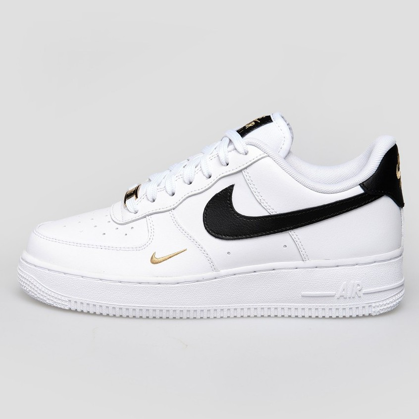 【NIKE】 Air Force 1 07 ESS 白黑 小金勾 金標 休閒鞋 CZ0270-102