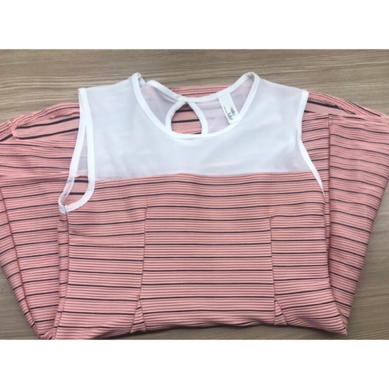 粉色異材質拼接洋裝