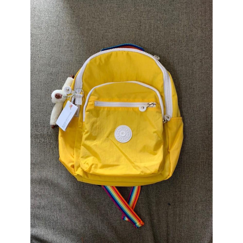 *多寶街*Kipling 猴子包 黃色拼彩色背帶 BP3872 K10021 拉鍊輕量雙肩背包 防水 中款 後背包 書包