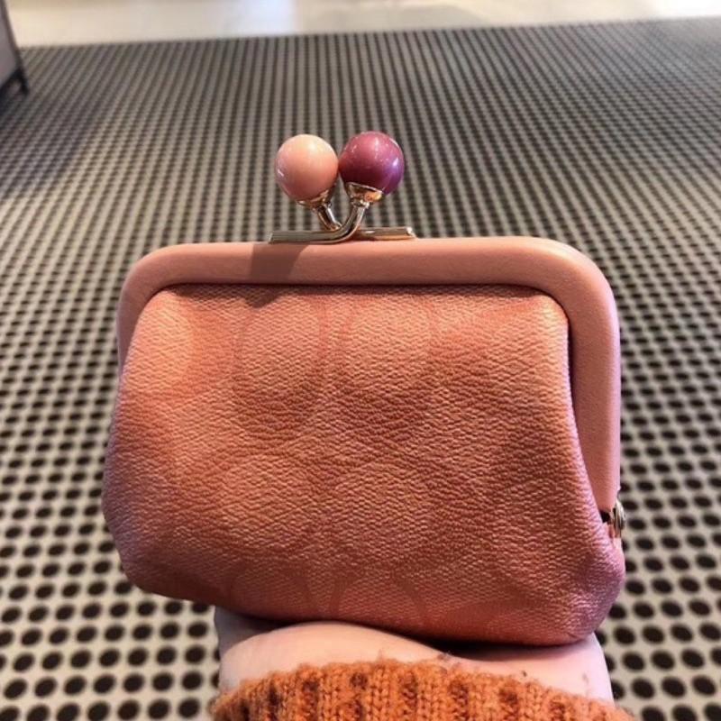 名牌精品包/Coach 1708 粉色 1709 條紋 2132 黑色 吻鎖釦系列零錢包 附購證/安安代購