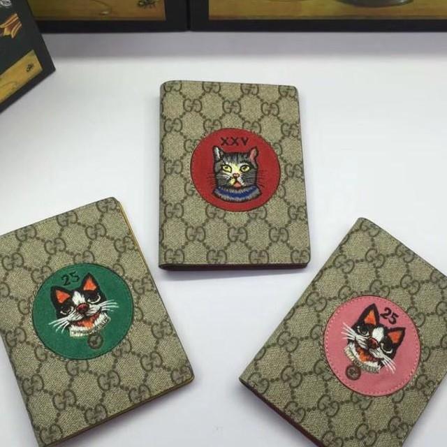 N號 Gucci寵物圖案麂皮護照夾