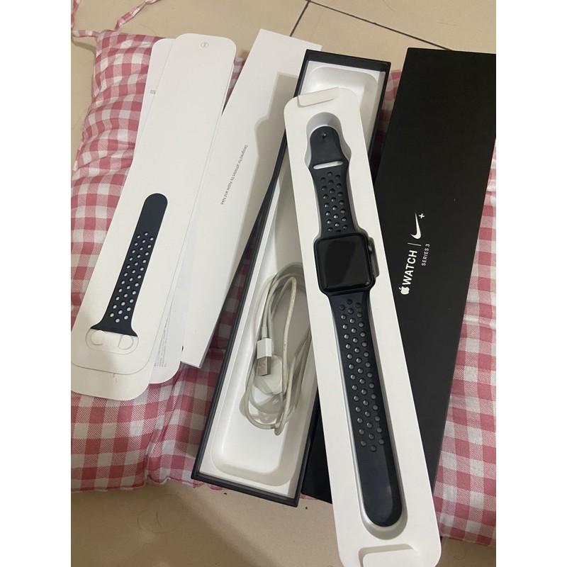 (暫停銷售至6/12前)Apple Watch 3+Nike 運動 黑 42mm 二手 另送透明錶帶 可議