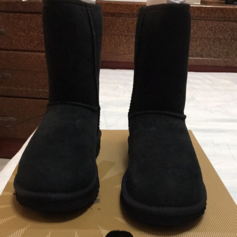 買UGG黑色雪靴 送Toms銀色網鞋 都是美國碼7號