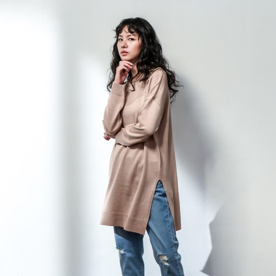 O-LIWAY 灰粉色 台灣製 MIT 細針寬版圓領開岔針織上衣 oliway