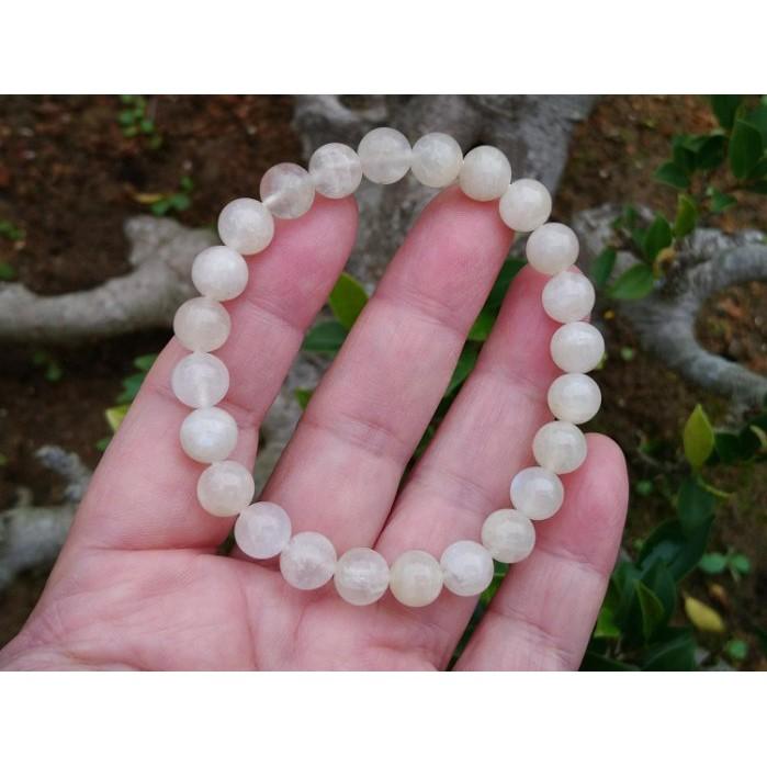 簡單Simple。現貨。10834號 純天然斯里蘭卡冰種奶油體藍月光石圓珠。手珠手鍊。8.3MM。