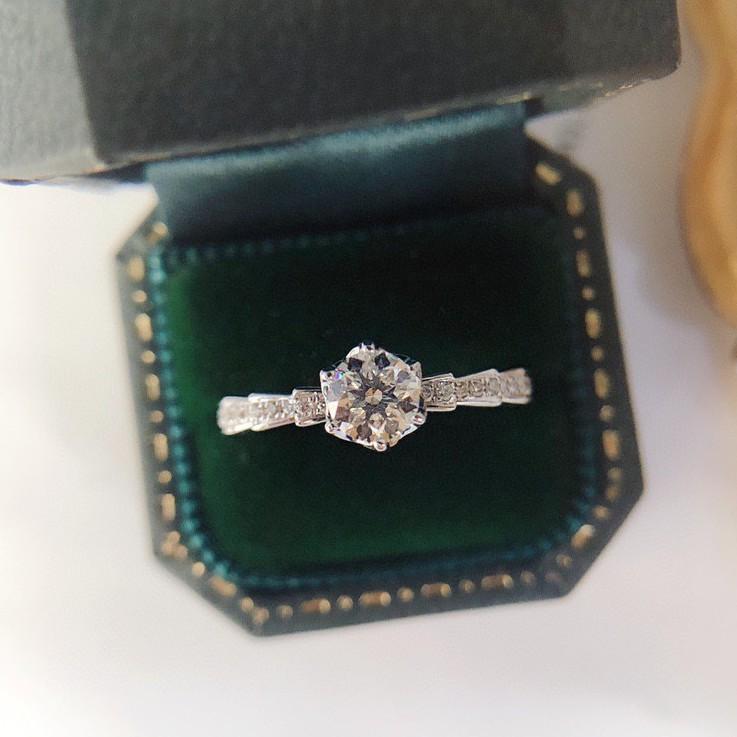 璽朵珠寶 [ 18K金 40分 緞帶 鑽石戒指 ] 微鑲工藝 精品設計 鑽石權威 婚戒顧問 婚戒第一品牌 鑽戒 GIA