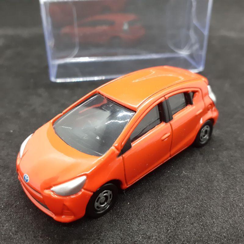 Tomica 絕版No.98 Toyota Aqua, 無盒(附膠盒)