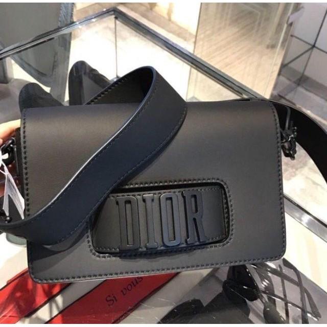 專櫃全新正品 DIOr  EVOLUTION 全黑 頂級小牛皮 寬背帶翻蓋式 斜背包 手提包 現貨