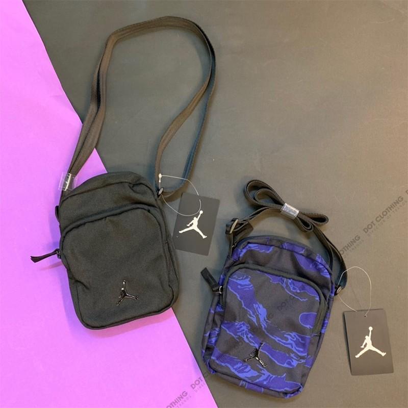Nike Air Jordan Mini 全黑金屬立體LOGO 側背包方包男女9A0070-023 DOT聚 ... d6a4865ec1de0