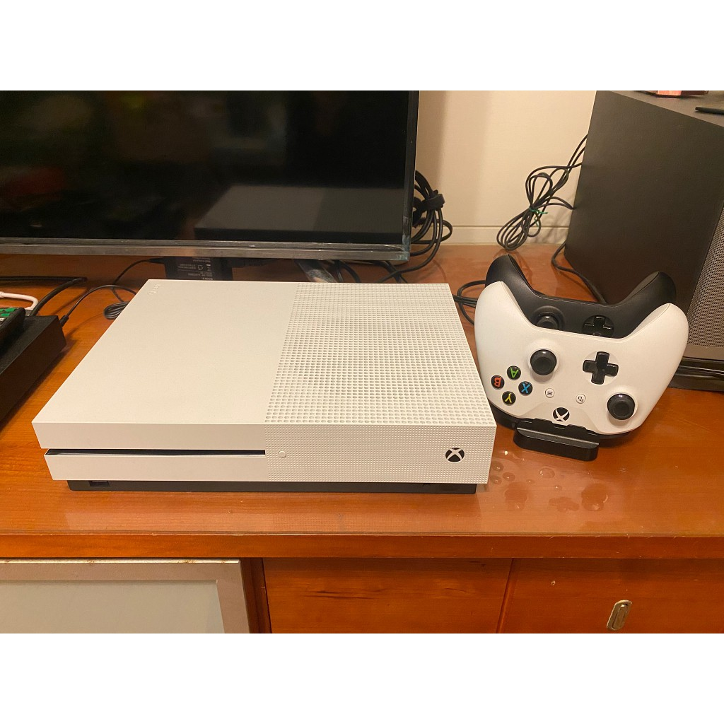 二手XBOX ONE S 1TB(含2支手把+手把充電座)