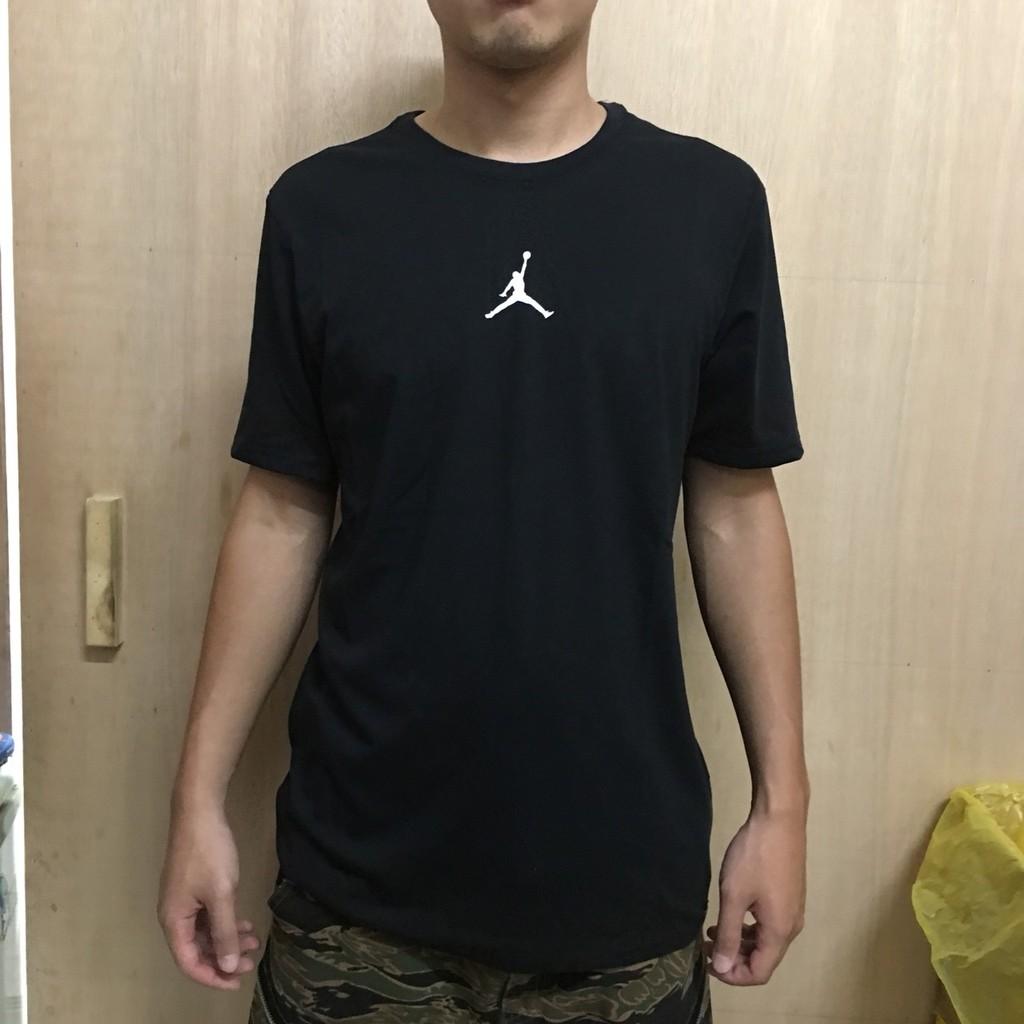 19b336e35a6 NIKE JORDAN ICONIC 男裝短袖休閒舒適透氣黑白  蝦皮購物