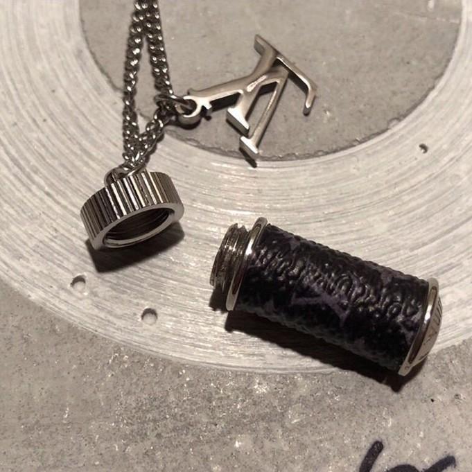 LV路易威登 香水瓶子手鏈 項鏈 LV 老花水壺男女款鎖骨鏈 情侶款項鏈 簡單時尚飾品項鏈 節日禮物