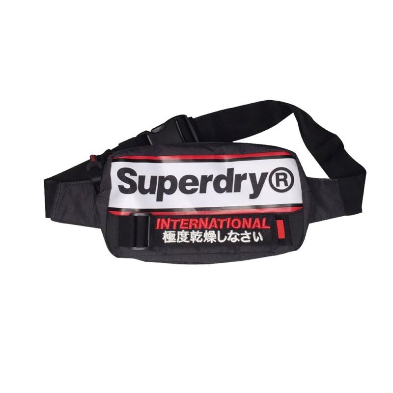Superdry 極度乾燥 刺繡 現貨 時尚刺繡運動休閒 潮牌 胸包 腰包 側背包零錢包 斜背包 02A 0328