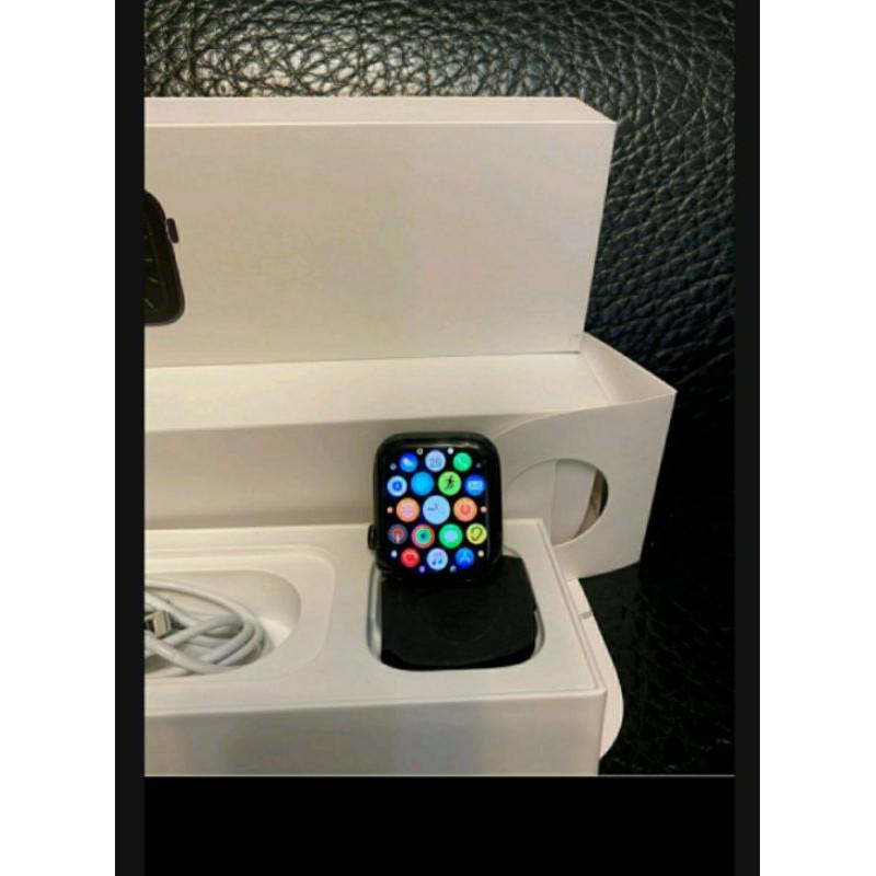Apple Watch S5 Lte不鏽鋼44mm,全機無傷已過保,電池效率95%,被下標不取貨從重新上架!