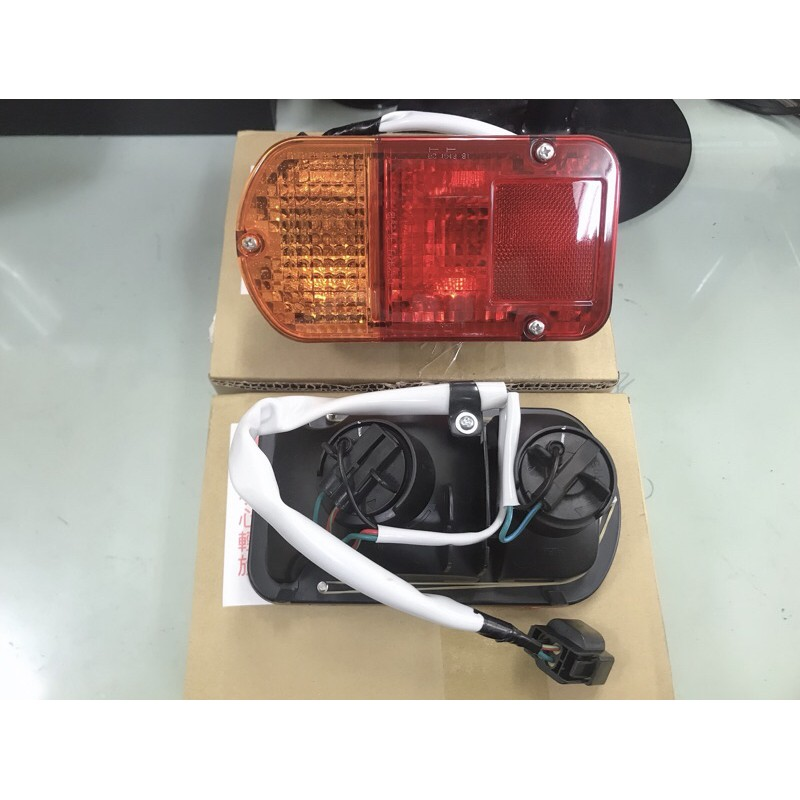三菱 貨車 19- 得利卡 VERYCA 14- 菱利 後燈 尾燈 方向燈 車燈 煞車燈 轉向燈 DELICA
