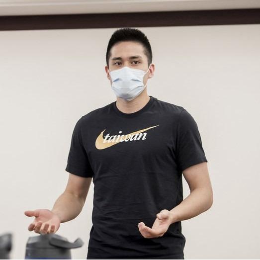 [現貨] Nike 台灣 Taiwan 燙金 短袖 T恤 黑 DM3552-010
