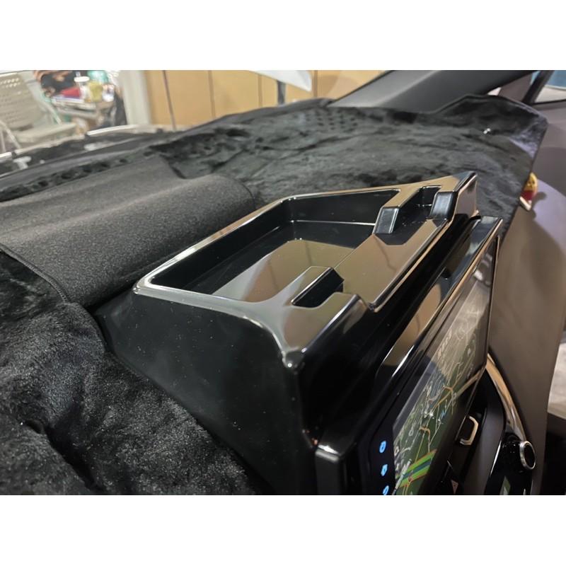Corolla cross 中置物盒