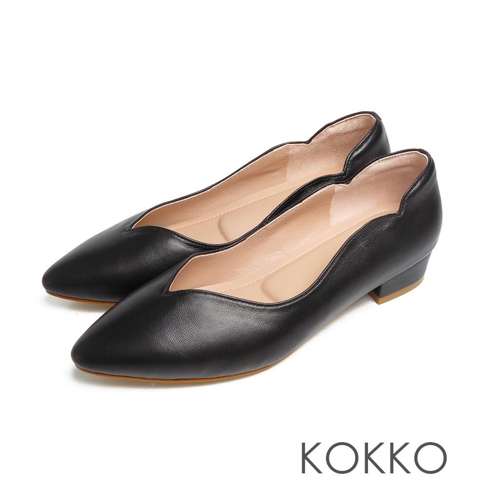 KOKKO經典尖頭素面波紋曲線超柔羊皮粗跟霧面黑