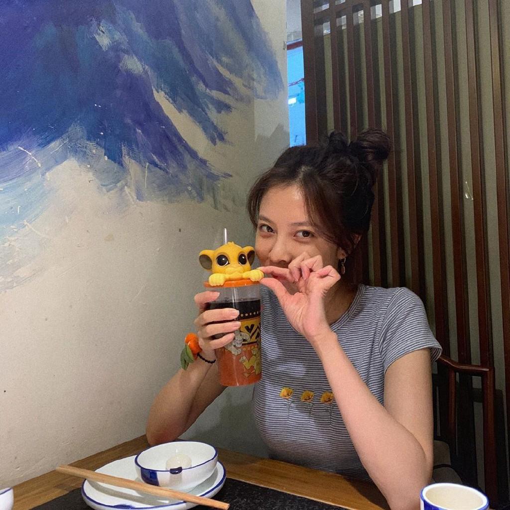 【南屹北涼】韓國cc宋妍霏同款炫雅風條紋修身彈力顯瘦花朵印花短袖T恤上衣女生