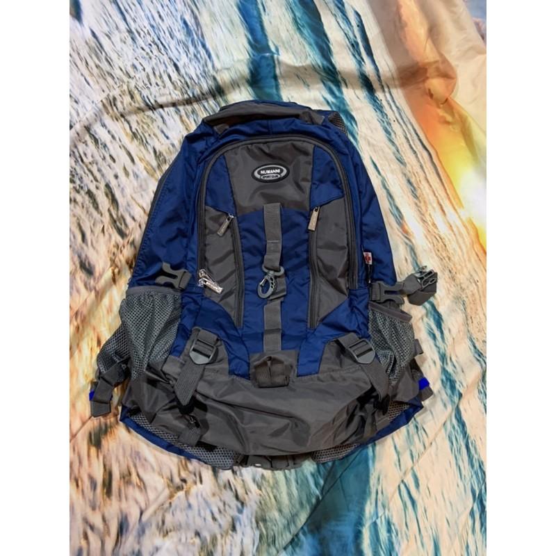 NUMANNI/奴曼尼/休閒戶外防潑水雨套功能性後背包 (藍色)