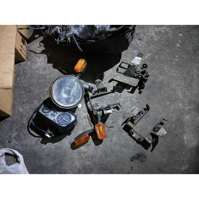 達成拍賣 FZ2 燈架 燈耳 大燈 方向燈 愛將 碼表 油表 里程表 前土除 各式汽機車零件均有販售 歡迎詢問