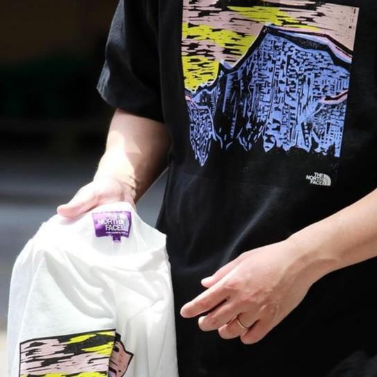 美國代購 The North Face 北面 TNF 特價福利 紫標 藝術家聯名 寬鬆 版畫印花 男女同款 短袖T恤
